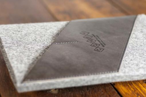 iPad-light-felt-grey-italian-leather-case-sleve-pouch-4