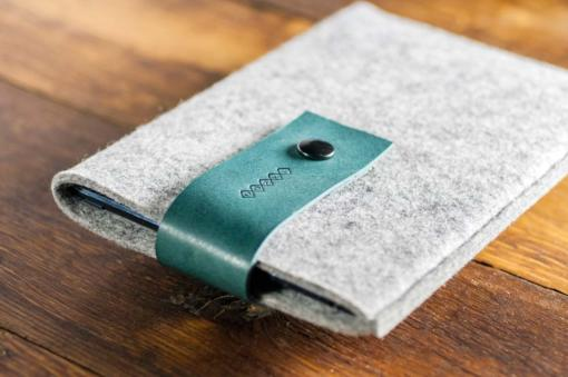 Handmade iPad mini Light Felt Case: Light Grey Felt Green Leather