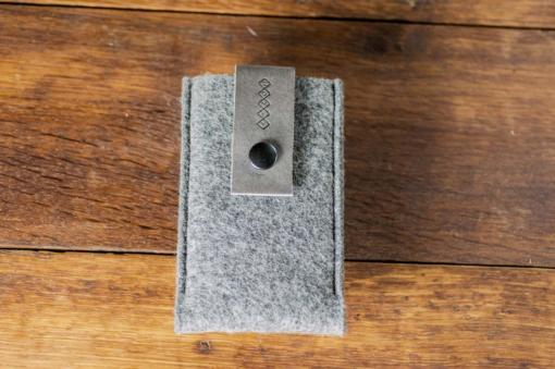 iPhone5-5s-felt-grey-italian-leather-case-sleve-pouch-5